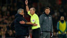 Моурінью отримав курйозну жовту картку в матчі проти Саутгемптона – португалець підглядав у блокнот свого опонента