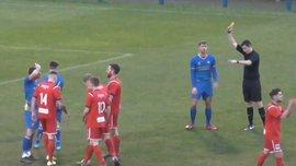 Английский футболист в течение 30 секунд получил три карточки и удаление