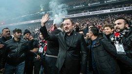 Фанати Бешикташа влаштували пекельний прийом на стадіоні під час презентації нового тренера – вогняне відео