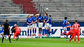 Бесславное поражение Шальке и шедевр Лёвена в видеообзоре матча против Аугсбурга