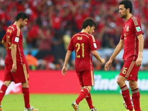 Чилійці і голландці - в плей-офф, чемпіони пакують валізи. Іспанія - Чилі - 0:2