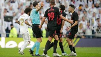 Реал обыграл Севилью благодаря дублю Каземиро и скандальному решению VAR и стал единоличным лидером