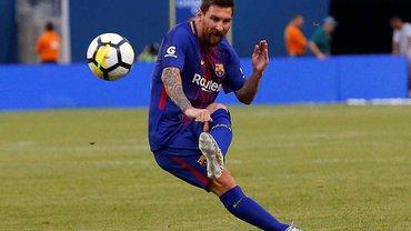 """УЄФА представив новий м'яч для матчів плей-офф Ліги чемпіонів – буде """"гаряче"""""""