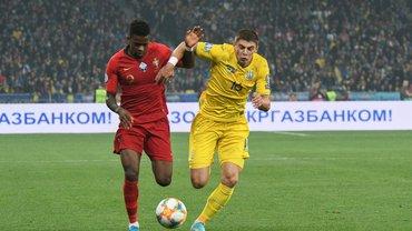Миколенко попал в сферу интересов Фенербахче – защитника Динамо просматривали на матче Украины против Португалии, – СМИ