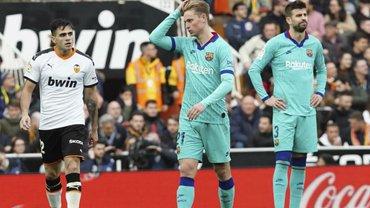 Валенсия шокировала Барселону, нанеся каталонцам первое поражение под руководством Сетьена