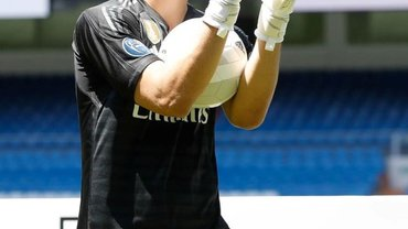 Лунін перевершив воротаря Реала за всіма статтями, але має могутнього опонента – іспанські ЗМІ про загрози українця