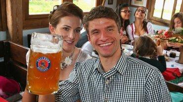 Мюллєр тролить журналістів, приймає пологи та смішить навіть суперників: Баварія зберегла найвеселішого гравця світу