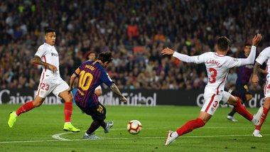 Месси из-за травмы покинул поле в матче с Севильей и может пропустить Эль Класико