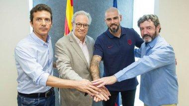 Вальдес официально вернулся в Барселону