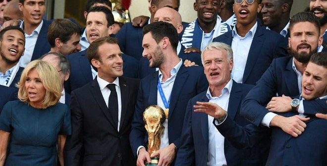 ЧМ-2018: в Париже прошел парад в честь победы Франции – лучшие мгновения