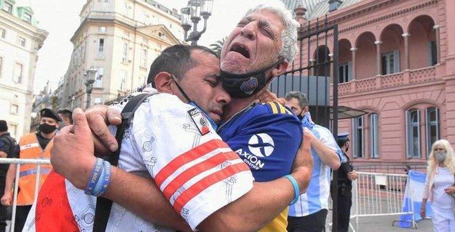 Прощання з Марадоною: на вулицях Буенос-Айреса виникли сутички, є поранені