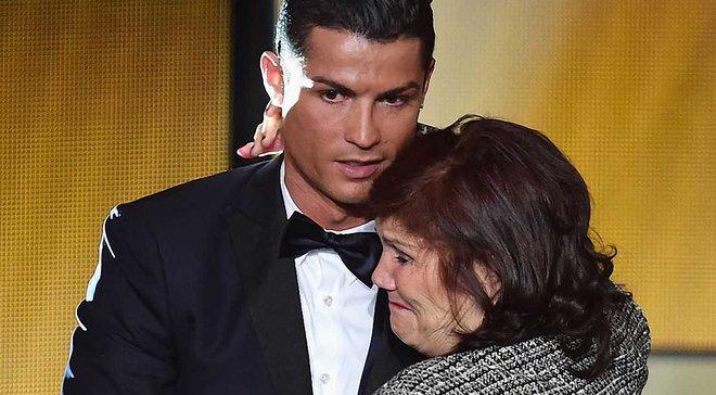 Роналду с мамой / фото Getty images