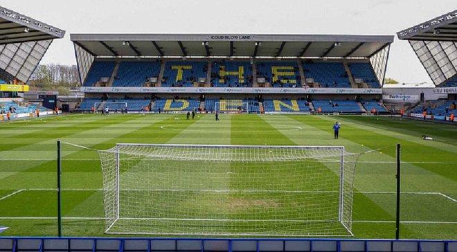 Фаната професійної команди з Англії заарештували за спробу винести м'яч зі стадіону