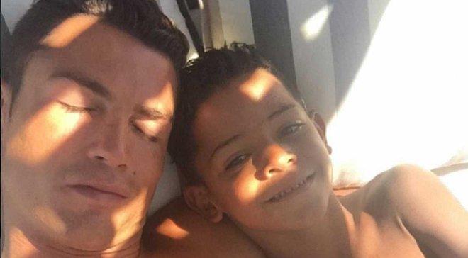 Как Роналду подрабатывал болл-боем на матче своего сына