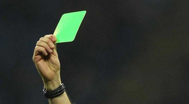 Вперше в історії футболу суддя показав зелену картку гравцю