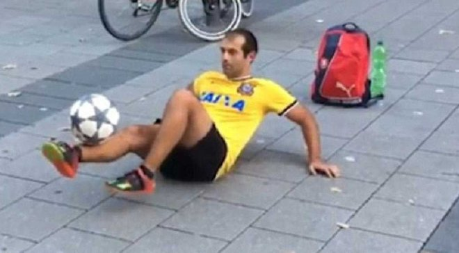 """Тренер """"Баварии"""" нашел фантастического фристайлера на улицах Мюнхена – появилось видео"""