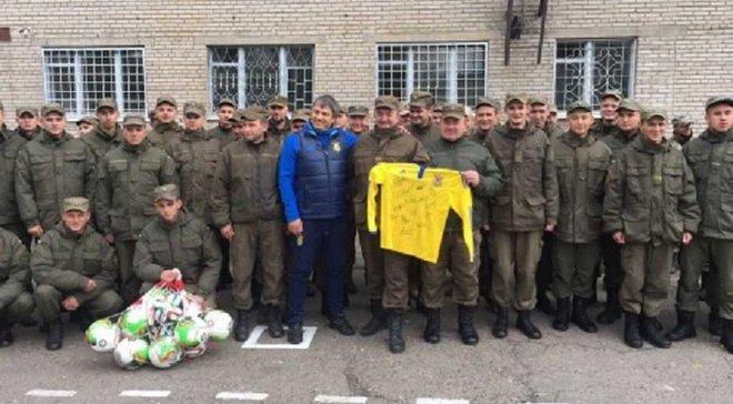 ФФУ поздравила подарками военных на Востоке с Днем защитника Украины