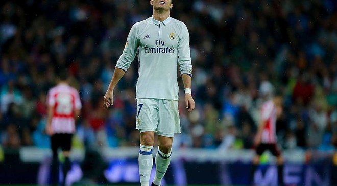 Стало известно, почему Роналду поднял руку и смотрел на арбитра в момент гола Мораты