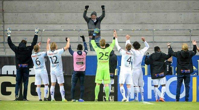 Как игроки шведского клуба праздновали победу с единственным фанатом