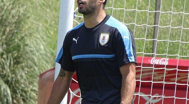 Суарес став воротарем на тренуванні збірної Уругваю, але зміг забити шикарний гол через все поле