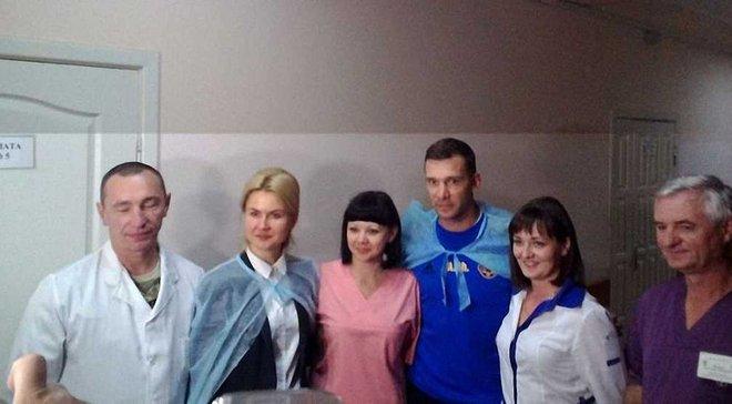 Шевченко та гравці збірної України відвідали бійців АТО