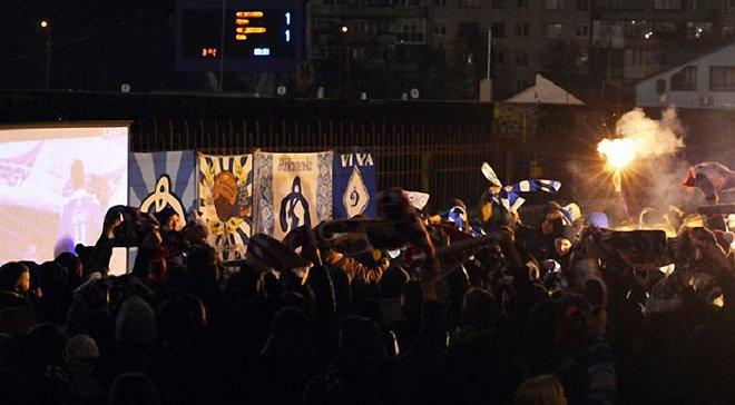 """Як фанати """"Динамо"""" організували виїзд у Луцьк та підтримували команду попри закриті трибуни"""