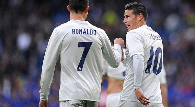 """Как Роналду и Хамес посоревновались в скорости на своих шикарных авто перед тренировкой """"Реала"""""""