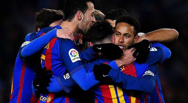 """Игроки """"Барселоны"""" подписали футболку для """"Шапекоэнсе"""""""