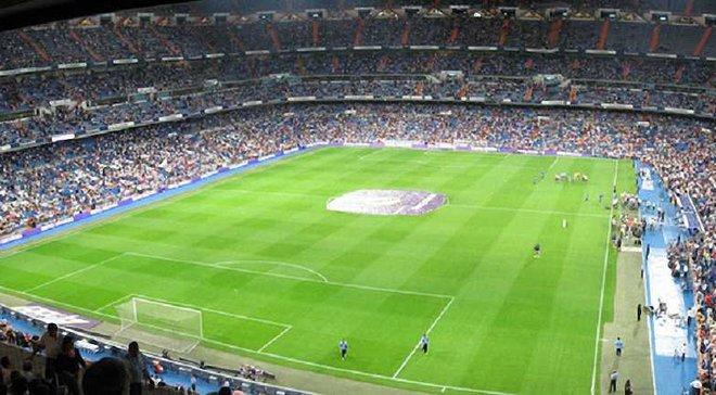 """Перед матчем """"Реал"""" – """"Наполі"""" на """"Сантьяго Бернабеу"""" транслювали розгром """"Барселони"""" у Парижі"""