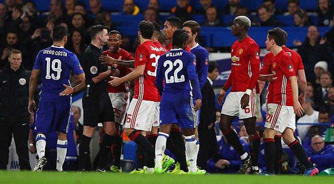 """""""Манчестер Юнайтед"""" получил штраф за неподобающее поведение своих игроков в матче против """"Челси"""""""