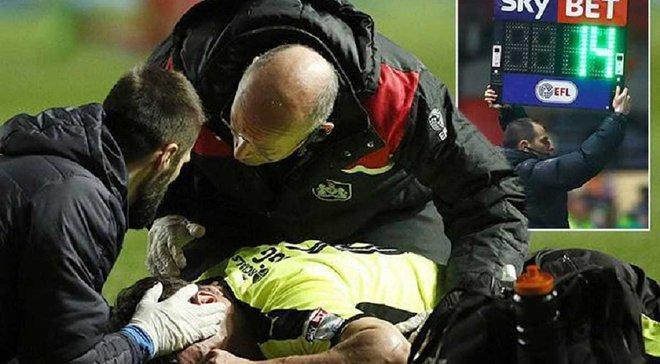 """Арбітр компенсував 14 хвилин у першому таймі через важку травму гравця в матчі """"Брістоль Сіті"""" – """"Хаддерсфілд"""""""