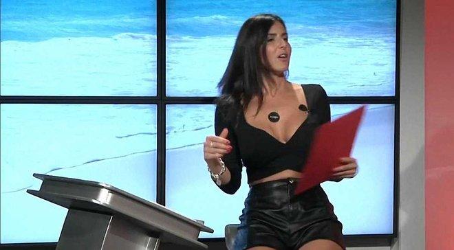 Сексапильная итальянская телеведущая показала нижнее белье, рассказывая о Роналду
