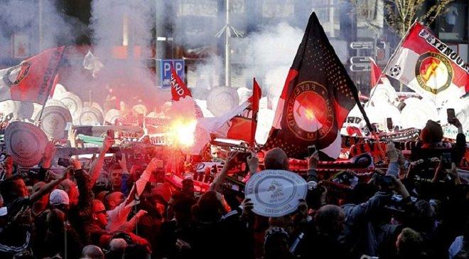 Фанаты Фейеноорда эпично празднуют чемпионство команды на улицах Роттердама
