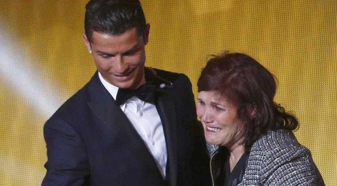 """Португальский хирург жестко """"наехал"""" на Роналду и его маму"""