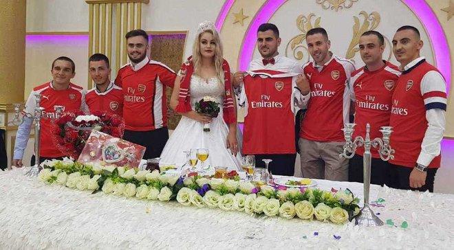 Фанат в Косово устроил свадьбу в стиле Арсенала, шокировав невесту
