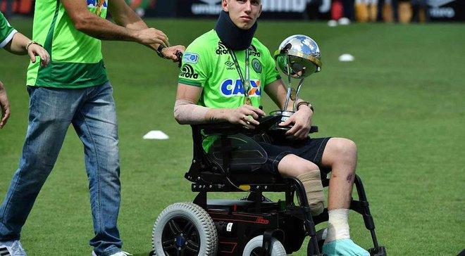 Воротар Шапекоенсе, який втратив ногу, провів перше тренування після авіакатастрофи