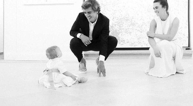 Гризманн показал милую тренировку со своей 1-летней дочерью