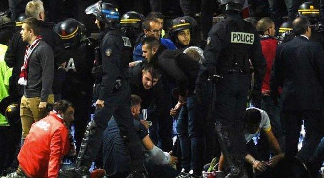 Амьен – Лилль: матч отменен из-за обрушения ограждения на трибунах, 23 фаната ранены