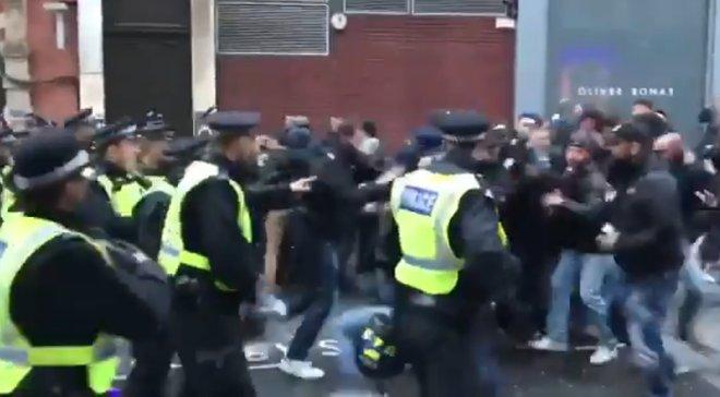 Болельщики Ромы подрались с полицией перед матчем против Челси