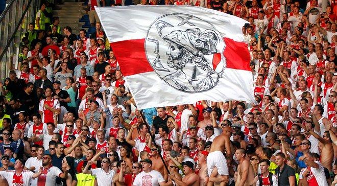 Фанати Аякса влаштували божевільну підтримку команді на тренуванні перед матчем з  Фейєнордом