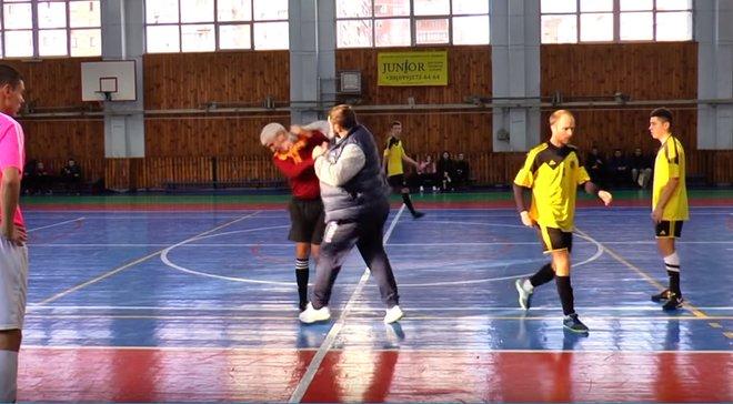 Тренер отправил арбитра в нокаут в матче украинских футзальных команд
