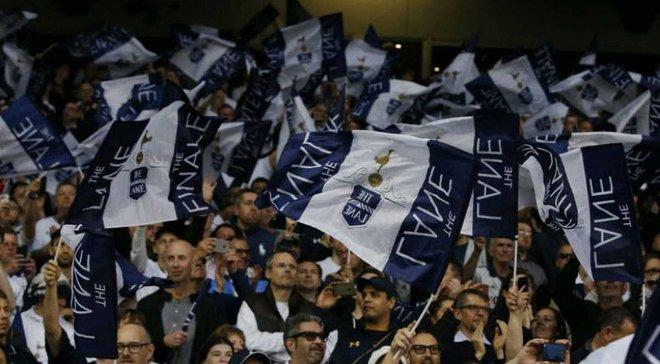 Тоттенхем пожиттєво заборонить вхід на стадіон фанатам, які кинули стакан із сечею в інших вболівальників