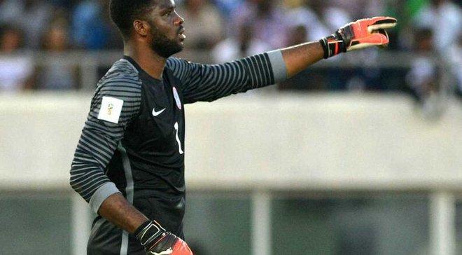 Голкипер сборной Нигерии Акпей совершил бессмысленный поступок в матче против Аргентины и сразу же был наказан голом