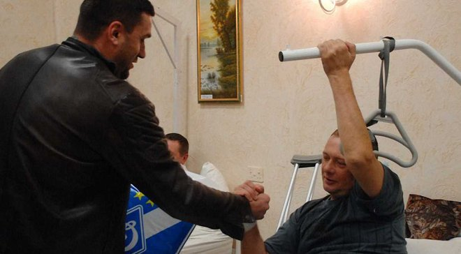 Представители фан-клуба Динамо с подарками посетили воинов в госпитале
