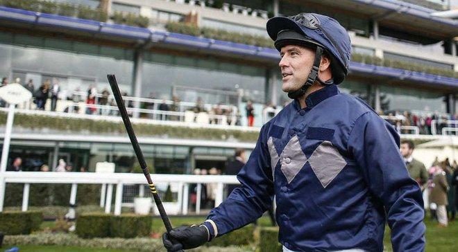 Оуэн стал жокеем и финишировал вторым в своих дебютных скачках