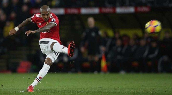 Янг забив божевільний гол зі штрафного у матчі Уотфорд – Манчестер Юнайтед