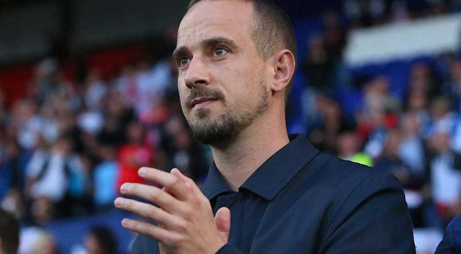Экс-тренер женской сборной Англии подозревается в запугивании представителя УЕФА