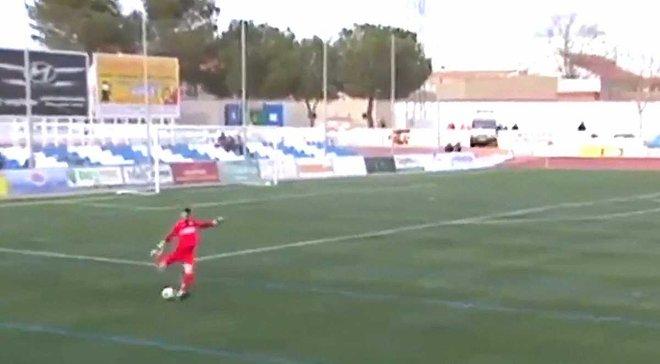 Голкіпер Мори забив гол із 70-ти метрів після жахливої помилки воротаря суперника