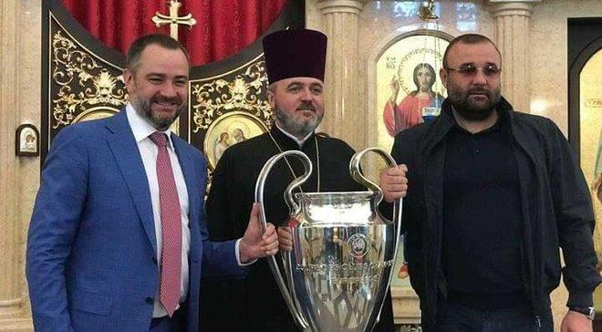 Левченко висловився з приводу фото Павелка з кубком ЛЧ в церкві: Я не знаю, що мене тут більше бентежить