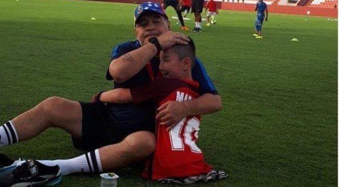 Марадона здійснив мрію 9-річного хлопця, який народився без ніг
